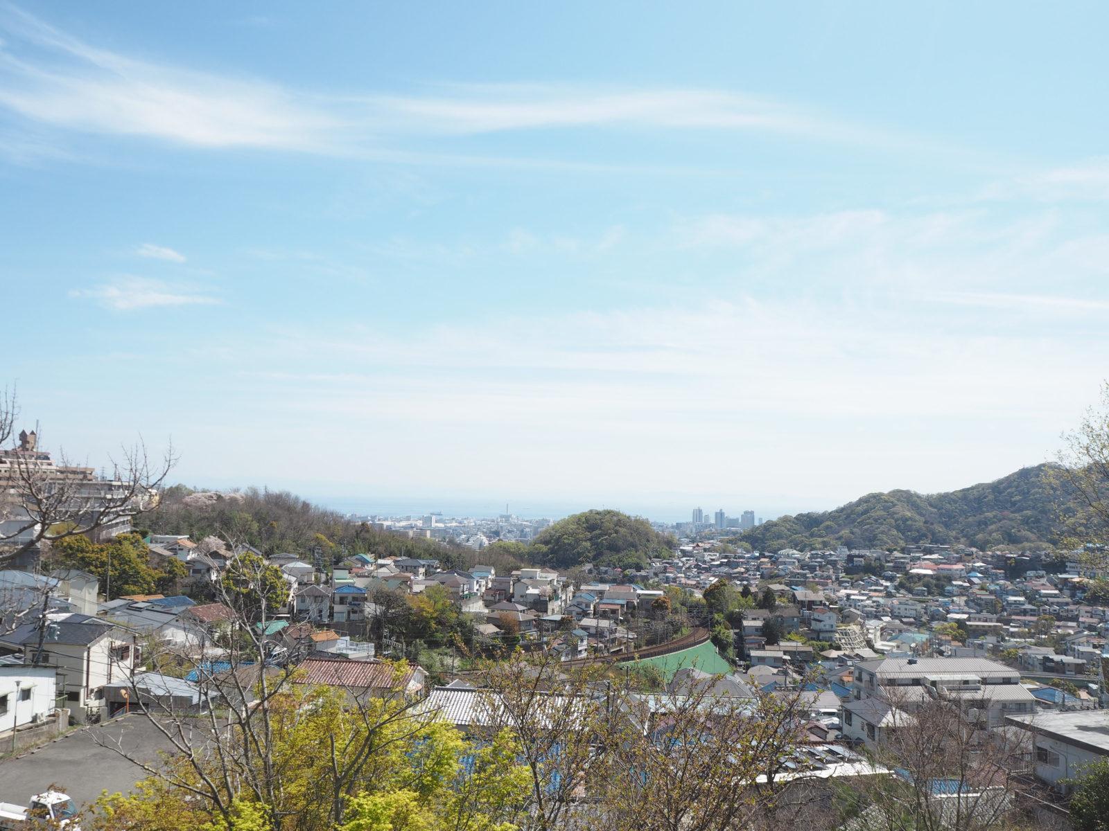 市道夢野白川線(旧西神戸有料道路)から麓を望む